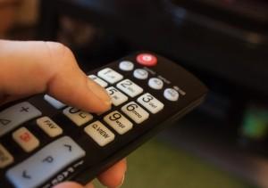 Специалисты филиала РТРС «Самарский ОРТПЦ» встретились с жителями сельского поселения Хворостянка для разъяснения вопросов перехода на цифровое эфирное телевещание и предстоящего отключения аналогового телевещания.