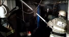В Кировском районе Самары горел автосервис на 400 кв. метрах