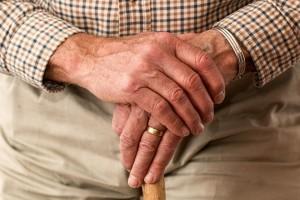 Реальной помощи пожилые люди не получают!