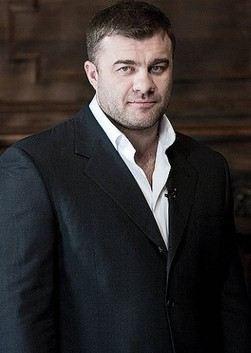 Пореченков — актёр театра и кино, кинорежиссёр, сценарист, продюсер и телеведущий.