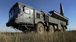 Всего в Самарскую область на время подготовки и проведения парада были передислоцированы две самоходные пусковые установки и две транспортно-заряжающие машины комплекса «Искандер-М».