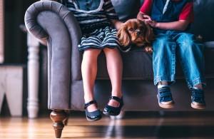 Закон запрещает органам опеки вмешиваться в дела семьи. Исключение — случаи, когда есть реальная угроза жизни ребенка.