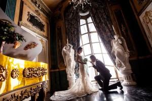 Десять свадебных площадок будут особо украшены, а поздравят молодоженов известные артисты.