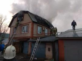 В Советском районе Самары сгорел двухэтажный дом с мансардой