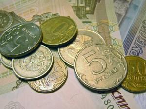 Российской семье, чтобы «свести концы с концами», требуется минимальный доход в 58,5 тыс. руб., следует из данных Росстата. При этом 79,5% семей испытывают трудности с тем, чтобы купить самое необходимое.
