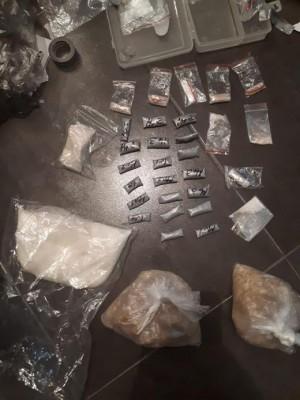 Как установили оперативники злоумышленник посредством сети Интернет приобретал партии наркотиков и через тайники-закладки реализовывал мелкими дозами.