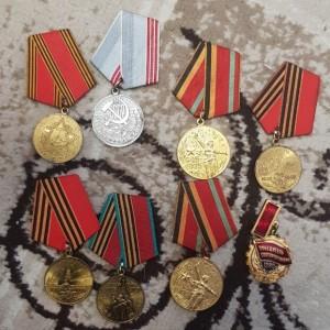 В Тольятти помешали продаже исторического оружия и государственных наград СССР