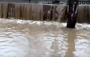 В Самаре из-за последствий осадков затапливает 9-ую просеку: видео