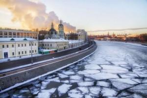 В Москве губернатор Самарской области также провел ряд переговоров с потенциальными инвесторами, в рамках которых обсуждались вопросы вложения частных средств в реализацию крупных инвестпроектов на территории региона.