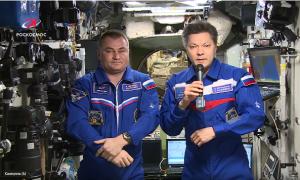 Самарский космонавт Олег Кононенко поздравил россиян с Днем космонавтики с борта МКС Видео с поздравлением опубликовал Роскосмос.