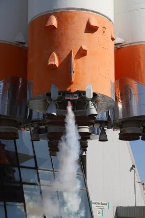 Самарцам показали имитацию работы сопл ракеты-носителя «Союз»  Возле музея