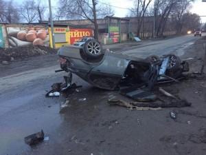 В Самаре водитель врезался в металлические столбы на обочине Мужчина попал в больницу.