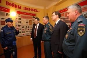 Также в ходе визита в СО Евгений Зиничев, Дмитрий Азаров, Александр Хинштейн и Олег Бойко возложили цветы к памятнику Спасателю.