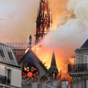 Пожар в Соборе Парижской Богоматери: спасён терновый венец Иисуса Христа  Макрон объявил о сбора средств на восстановление собора Нотр-Дам-де-Пари