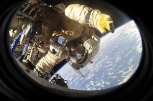 Также президент заявил о необходимости на порядок эффективнее использовать результаты космической деятельности во всех сферах.