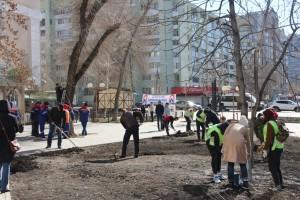 Сотрудники «РКС-Самара» привели в порядок сквер у Древа Жизни.