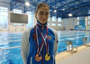 По итогам турнира, собравшего около 180 пловцов из 33 регионов страны, Потешкина Ольга завоевала награды на всех своих семи дистанциях, на которых выходила на старт. В ее коллекции два золота, одно серебро и четыре бронзы.
