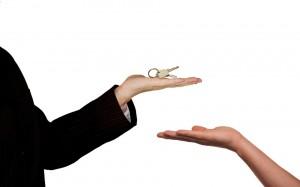 Согласно проекту, ипотечные каникулы могут быть предоставлены по просьбе заёмщика, если тот оказался в трудной жизненной ситуации.