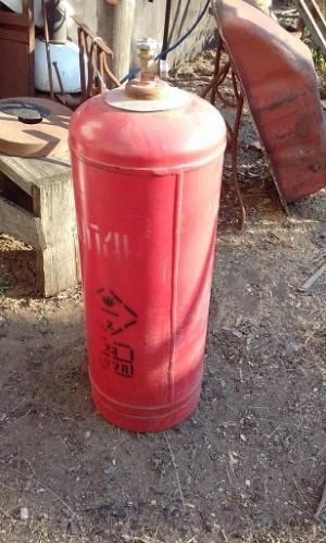 В Богатовском районе сосед похитил газовый баллон и колеса