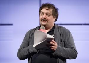 51-летний литератор почувствовал себя плохо вечером 16 апреля в Уфе, где должен был прочитать лекцию «Прямая речь».