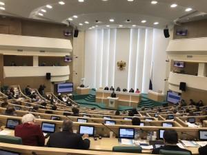 Губернатор Самарской области Дмитрий Азаров выступает с докладом о стратегических направлениях социально-экономического развития Самарской области на пленарном заседании Совета Федерации