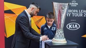 Игрок стал участником трофи-тура, который проходил в Москве. Мероприятие включало в себя розыгрыш билетов на финальный матч ЛЕ, фотосессию с Кубком Лиги Европы и общение со студентами.