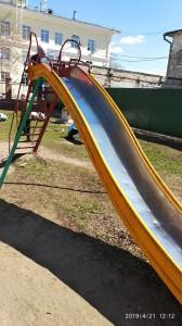 В Сызрани девочка пострадала, катаясь с горки в детском парке