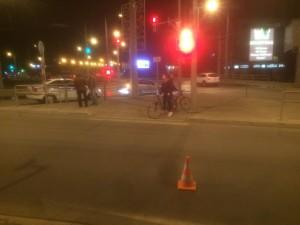 Они переходили проезжую часть по регулируемому пешеходному переходу на разрешающий сигнал светофора.