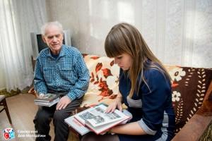 На протяжении 5 месяцев волонтеры Самарского дома молодежи ездили по городам и сёлам, чтобы собрать со всей области литературные произведения, написанные ветеранами Великой Отечественной войны.