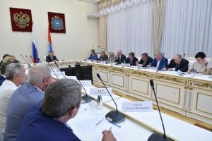 Дмитрий Азаров отметил, что всего в регионе работает 20 промышленных предприятий и научных организаций, включенных в реестр ОПК Министерства промышленности и торговли РФ.