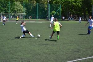 В городских соревнованиях по футболу «Кожаный мяч» примут участие команды-победители районных этапов.