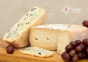 Сыр без красителей и консервантов, сохраняет белый цвет в течение шести месяцев, потом пожелтеет только корочка.