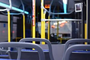 В Самаре уволили кондуктора автобуса, который курил в салоне