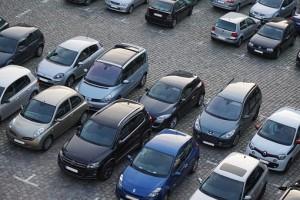 Продажи новых автомобилей в России упали
