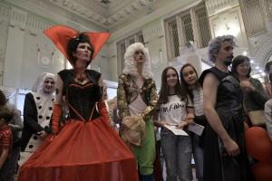 Субботним вечером в музеи приехал губернатор Самарской области Дмитрий Азаров.