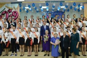 В пятницу, 24 мая, в губернии проходят торжественные мероприятия, посвященные окончанию учебного года. Во взрослую жизнь образовательные учреждения в этом году выпускают 13816 одинадцатиклассников.