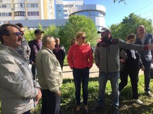 По итогам встречи было принято совместное решение, что проект благоустройства этой территории будет реализован с сохранением зеленой зоны.