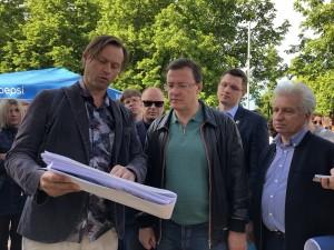 Дмитрий Азаров обсудил с жителями Самары варианты реконструкции Загородного парка