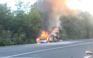 Пикап сгорел на трассе М-5 в Самарской области