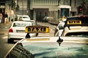 Также предлагается запретить работать таксистам на автомобилях, срок эксплуатации которых превышает 7 лет.