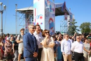 На набережной Волги за 2 дня более чем на 30 площадках выступят сотни артистов и музыкантов.
