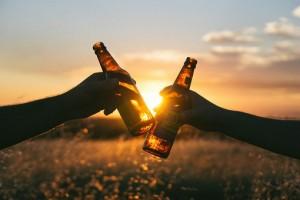 Треть путешественников выпивают в отпуске каждый день или через день