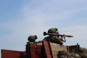 По замыслу учения, противник при поддержке танков и бронемашин перешел в наступление с целью занять выгодные позиции и нанесения войскам максимального урона.