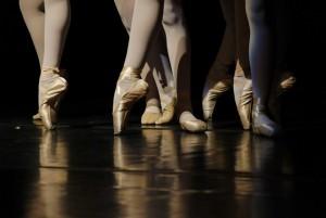 Гастроли российских и зарубежных трупп классического балета примет на своей сцене Российский академический молодежный театр.
