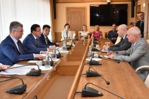 Дмитрий Азаров провел официальную встречу с Чрезвычайным и Полномочным Послом Израиля в России Гарри Кореном