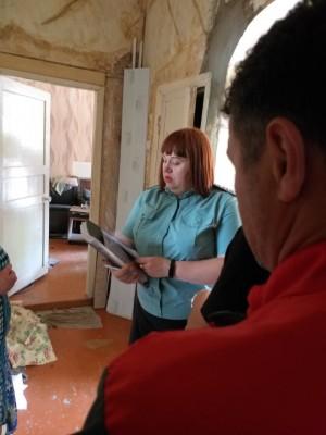 Постучались в дверь к 50 должникам, вручили повестки. Своевременная и полная оплата жилищно-коммунальных услуг - это обязанность собственников помещений!