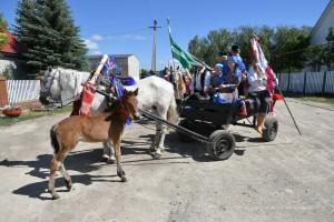 Для проведения этого обряда седлают лучших лошадей.
