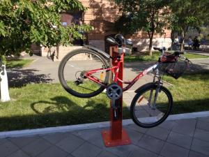 Теперь велосипедисты могут получить «первую помощь» во всех популярных парках города.