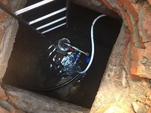 Специалисты СамРЭК-Эксплуатация обнаружили незаконную врезку в трубопровод холодного водоснабжения.