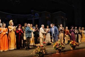 Отдельную благодарность глава региона адресовал директору театра Сергею Соколову.